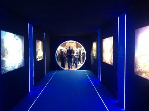 Atravesando el portal podemos ver arte del juego. Una pasada.